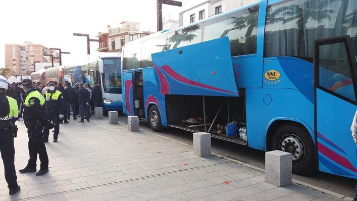 Cuatro autobuses se han llevado de vuelta a Italia a estas personas