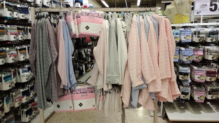 Entre la ropa donada se encuentran varios pijamas