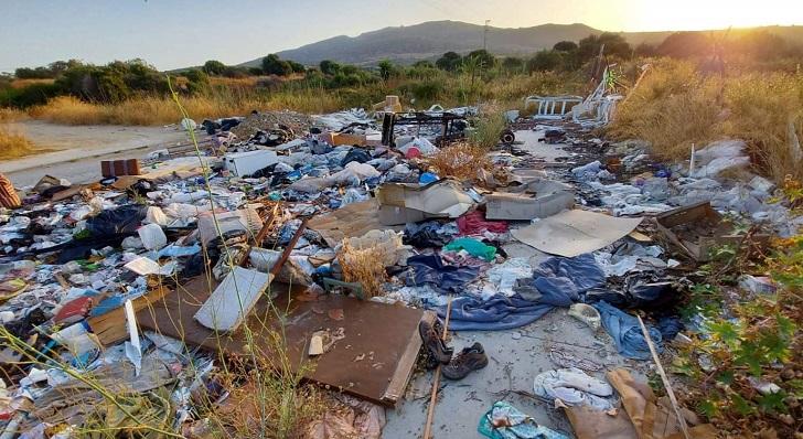 Una de las imágenes de las basuras arrojadas difundidas por Verdemar