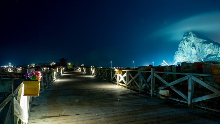 La nueva iluminación ya funciona sobre el Puente de Sánta Bárbara