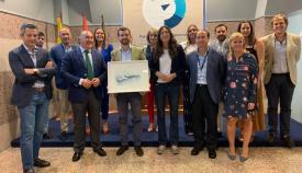 Pablo Casado recibió un obsequio de manos del alcalde de Algeciras