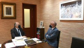 El alcalde de Algeciras con el director del Carrefour Las Palomas.