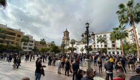 Los hosteleros de Algeciras se reivindican con una marcha pacífica