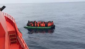 Una patera de 55 inmigrantes es rescatada en el Estrecho