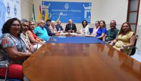 El Ayuntamiento informa a los vecinos de El Rinconcillo de los trabajos en la playa