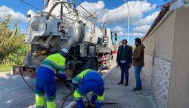 Emalgesa limpia y desinfecta los depósitos de agua de Algeciras