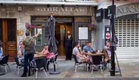 Terraza de un bar en Gibraltar. Foto Sergio Rodríguez