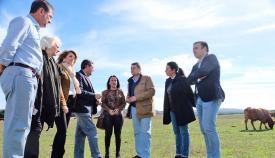 Políticos del PP en La Almoraima durante la campaña electoral de las autonómicas