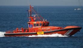 Trasladados 61 inmigrantes en una patera en el Estrecho hasta Algeciras