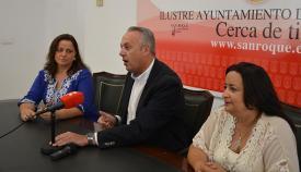 Paqui Lara junto al alcalde de San Roque y la concejal de Fiestas
