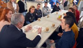 El alcalde, con los representantes de los establecimientos hosteleros