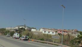 Instalación de las farolas led en Torreguadiaro