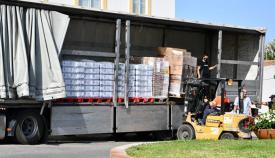 El camión con los alimentos para San Roque