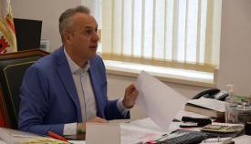 El alcalde de San Roque, Juan Carlos Ruiz Boix, durante la videoconferencia