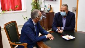 Lozano y Ruiz Boix durante la reunión en el Ayuntamiento de San Roque