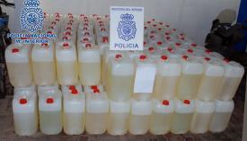 Garrafas con combustible intervenidas por la Policía en La Línea. Foto: Interior