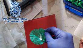 Parte de la droga incautada en la detención. Foto: CNP