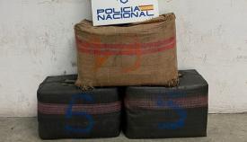 Tres detenidos en Algeciras tras intervenir la Policía un coche con 100 kilos de hachís
