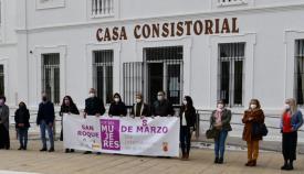 Concentración frente al Ayuntamiento de San Roque por el Día de la Mujer