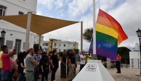 Izado de la bandera LGTBI+ en San Roque