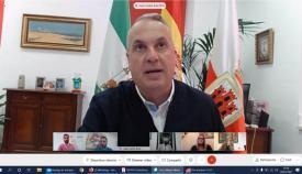 El alcalde de San Roque, Juan Carlos Ruiz Boix, durante la Junta Comarcal