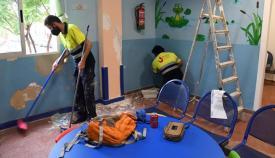 Trabajadores realizando las labores en el consultorio médico de Taraguilla. Foto: Multimedia