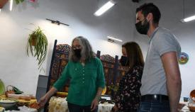 Un momento de la visita a la exposición de Cristina García Rojas.