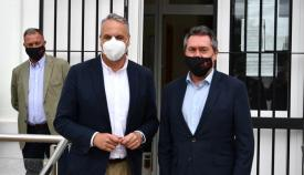 Juan Carlos Ruiz Boix con el alcalde de Sevilla, Juan Espadas. Foto: Multimedia
