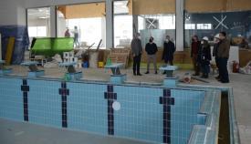 Las autoridades municipales han visitado las obras en la piscina. Foto: Multimedia