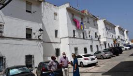 Ruiz Boix, durante su visita a la barriada Simón Susarte. Foto: Multimedia