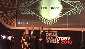 Phill Brear recoge el galardón