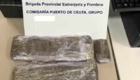 Una detenida cuando intentaba cruzar hasta Algeciras con 23 placas de hachís