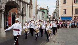 Gibraltar celebra el cambio de guardia ceremonial