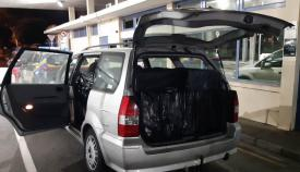 El vehículo incautado con los cartones