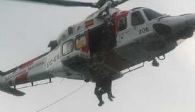 Salvamento traslada a un tripulante de la Armada Rusa al Hospital Punta Europa