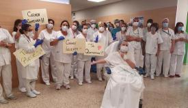 La UCI del Hospital Punta Europa despide a su última paciente con Covid-19