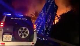 Incendio provocado por el accidente en la autovía