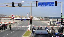 Aeropuerto de Gibraltar, atravesado por la avenida Winston Churchill
