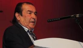 Agustín Delgado recibiendo el homenaje municipal en 2013