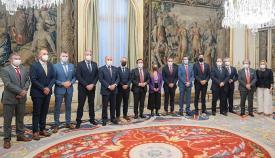 Alcaldes y dirigentes políticos del Campo de Gibraltar, esta tarde junto al ministro. Foto: NG