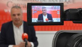 El alcalde de San Roque, en una comparecencia ante los medios de comunicación
