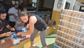 Descarga de los alimentos del Programa Municipal de Garantía Alimentaria de San Roque
