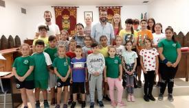 Juan Franco, junto a alumnos del Colegio Andalucía