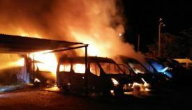 Imagen del incendio aportada por los bomberos