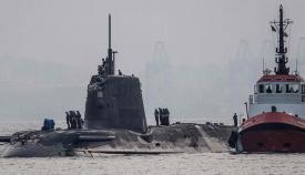 """El """"HMS Ambush"""" mientras era remolcado al puerto de Gibraltar"""