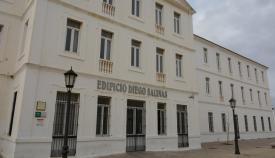 Edificio de la Escuela Oficial de Idiomas de San Roque. Foto: sanroque.es