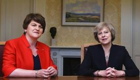 Arlene Foster y Theresa May