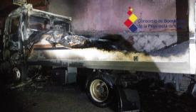 Una vivienda deshabitada se ve afectada por el incendio de un camión