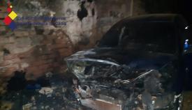 Bomberos intervienen en la extinción de un vehículo en La Bajadilla