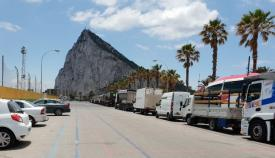 Camiones aparcados en las cercanías del Estadio Municipal de La Línea